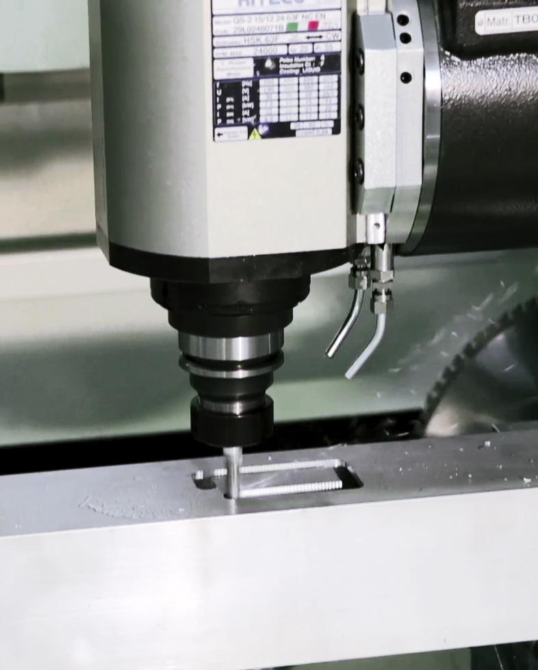 """b5 - <strong><font color=""""green"""">5- osiowe centrum CNC firmy GEMMA model BOLERO 5</font></strong>"""